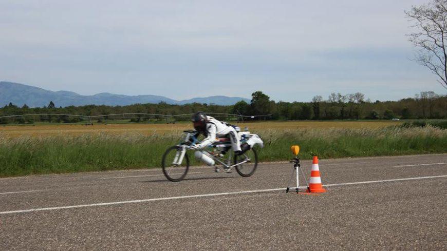 François Gissy sur son vélo-fusée.