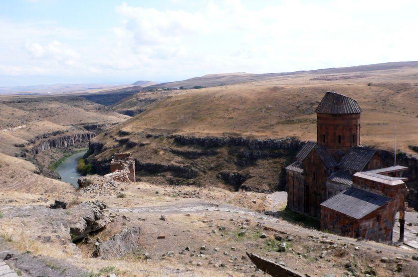 La ville d'Ani, le fleuve qui fait office de frontière entre la Turquie et l'Arménie.
