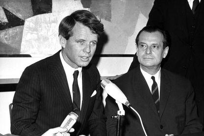 Robert Francis Kennedy avec Jean Lecanuet lors de sa visite en France en 1962