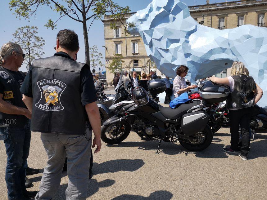 Les motards bien présents place Stalingrad.
