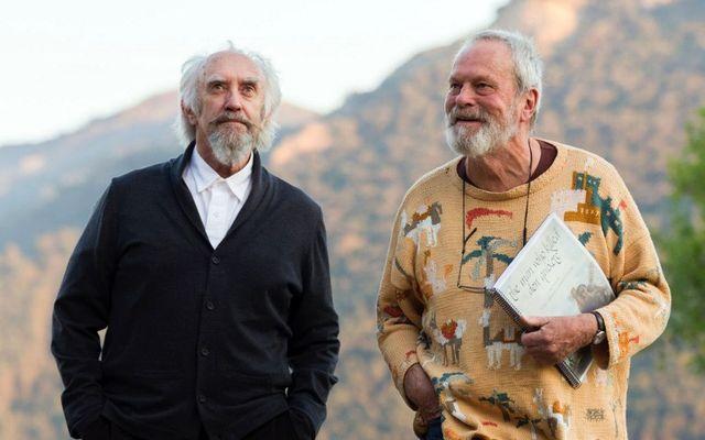 """Jonathan Pryce et Terry Gilliam sur le tournage du film de ce dernier, """"L'homme qui tua Don Quichotte"""""""