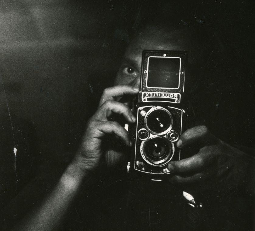 Chris Marker, Autoportrait au Rolleiflex, circa 1960 (recadré)