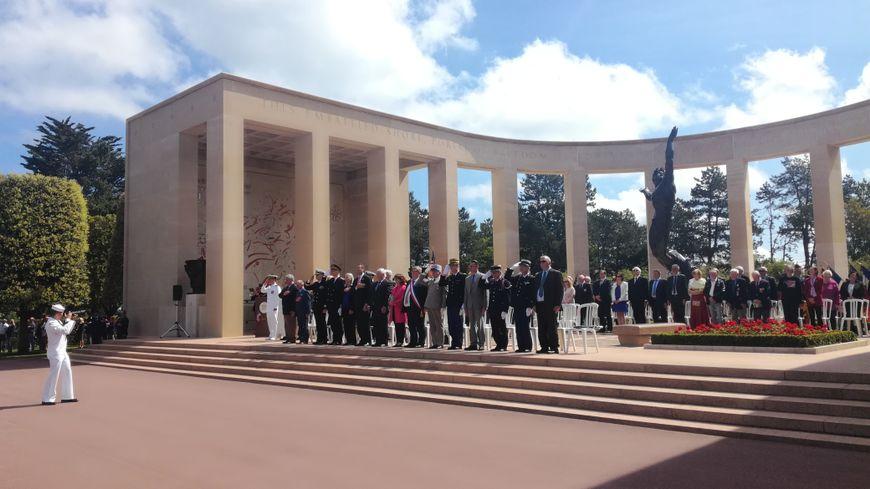 Une cérémonie en présence d'officiels américains pour rendre hommage aux soldats morts au combat.