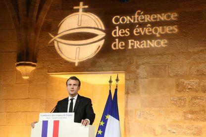 """""""Nous partageons confusément le sentiment que le lien entre l'Église et l'État s'est abîmé, et qu'il nous importe à vous comme à moi de le réparer."""" Emmanuel Macron, le 9 avril 2018."""