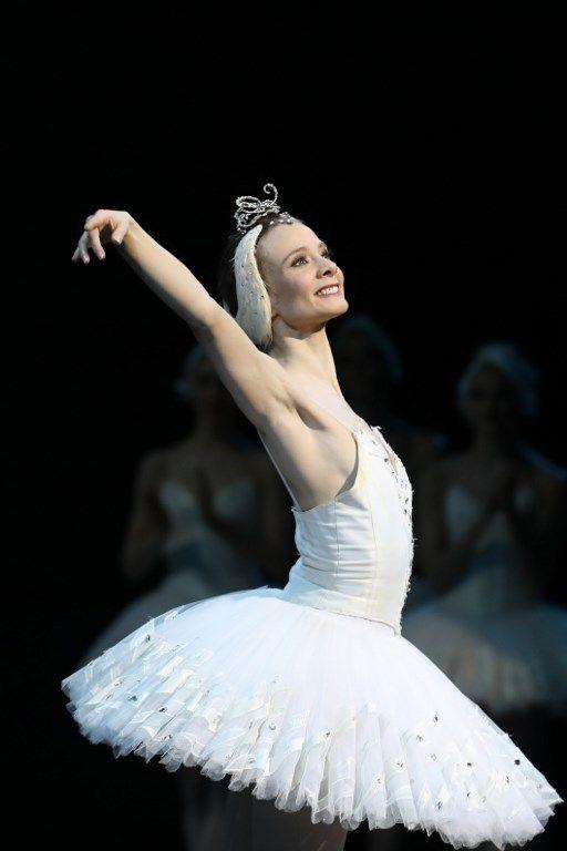 La danseuse de l'Opéra de Paris Léonore Baulac lors d'une représentation du Lac des Cygnes à l'Opéra Bastille (01/01/2017)