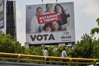 """Affiche électorale du candidat à la présidence du Mexique, José Antonio Meade, signifiant """"Todos por Mexico"""" - une coalition des partis PRI, PVEM et Nueva Alianza"""