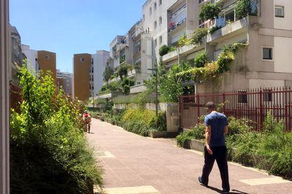 """Immeuble de logements """"La Noiseraie"""" - Architecte Henri Ciriani"""
