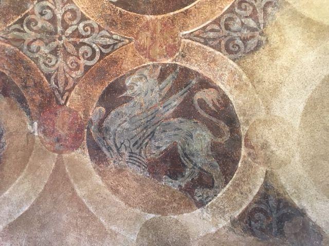 Toutes les parois sont ornées de peintures à fresque. On a perdu cependant les fresques placées au bas du mur.