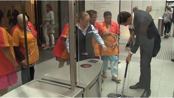 Le premier ministre néerlandais a ravi les femmes du ménage du Parlement