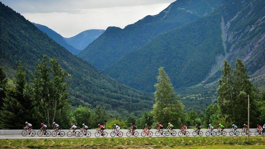 Cinq ascensions au programme de la 10e étape du Tour de France dont la montée du plateau des Glières. (illustration)