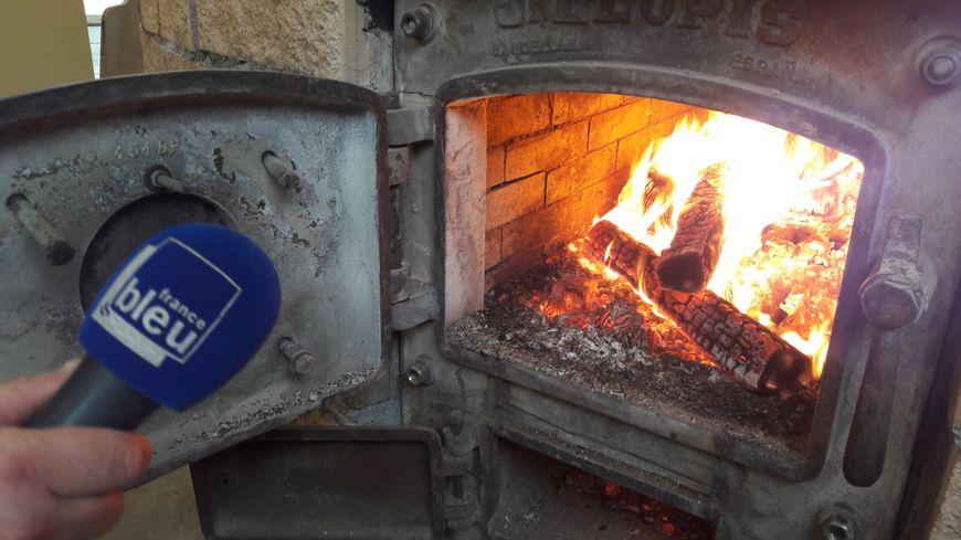 Devant le foyer du four à pain