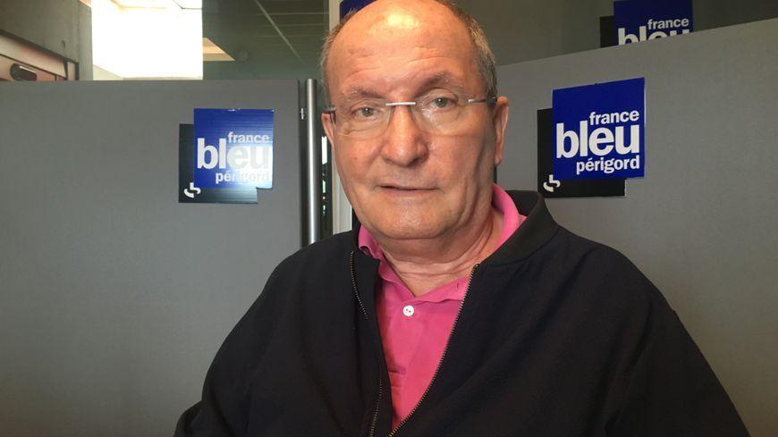 Jacques Auzou dans les studios de France Bleu Périgord.