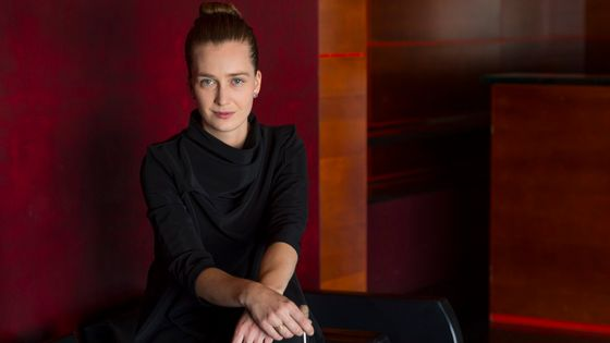 La cheffe d'orchestre Elena Schwarz a été nommée assistante de Gustavo Dudamel et du Los Angeles Philharmonic Orchestra