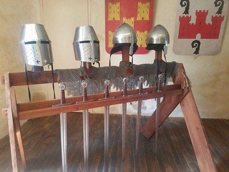 Chaque salle est décorée sur un thème du moyen-âge. Ici les chevaliers.