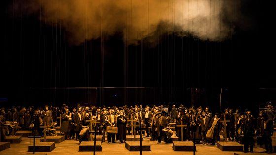 Un aperçu de la production du Trouvère de Verdi à l'Opéra Bastille dont la représentation du lundi 25 juin a été annulée