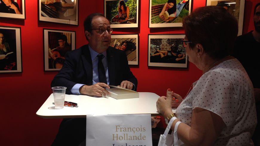 François Hollande à la rencontre de ses lecteurs