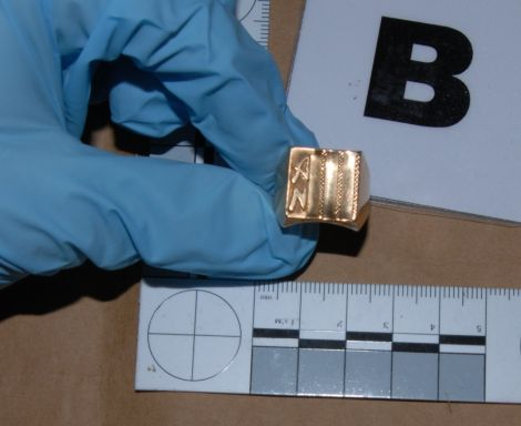 Des bagues, des colliers, des bracelets... retrouvés lors de perquisitions - Aucun(e)