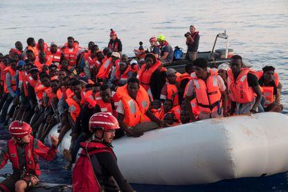 Les migrants secourus par le bateau Lifeline qui doit accoster à Malte