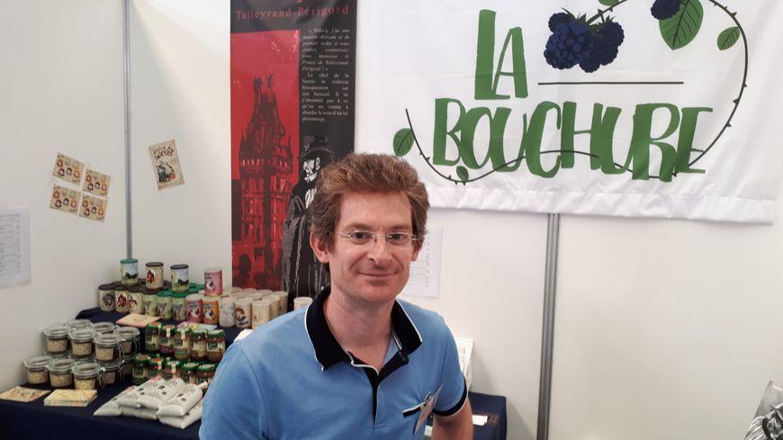 Sébastien Delaveau possède la maison d'éditions Alice Lyner éditions à Issoudun.