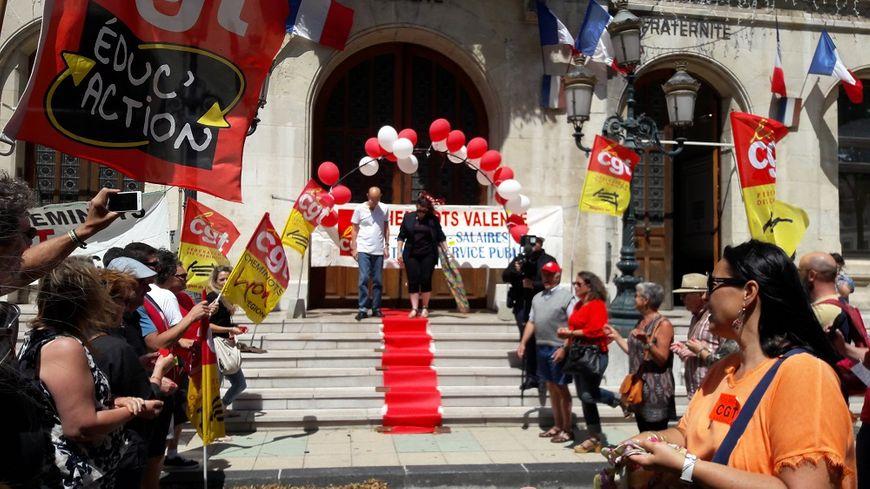 La CGT cheminots de Valence a organisé un faux mariage pour sensibiliser le public à sa mobilisation