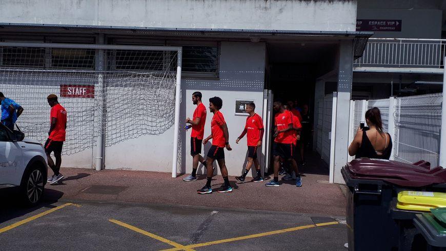 Avec leur nouvelle tenue d'entraînement, les joueurs du FC Metz partent pour le footing