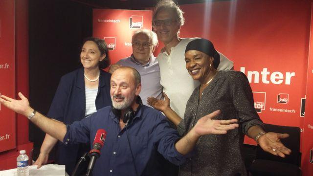 """""""Vous Les Femmes"""", de gauche à droit : Danielle Moreau, Albert Algoud, Hervé Pauchon, Mamani Keita et devant, Daniel Morin"""