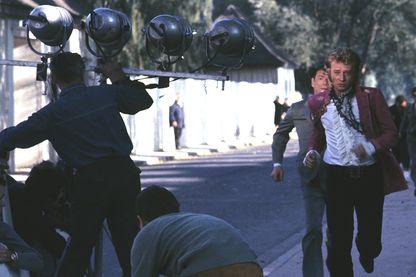 """Tournage d'une scène de rue avec Johnny Hallyday pour le film """"A tout casser"""" de John Berry"""