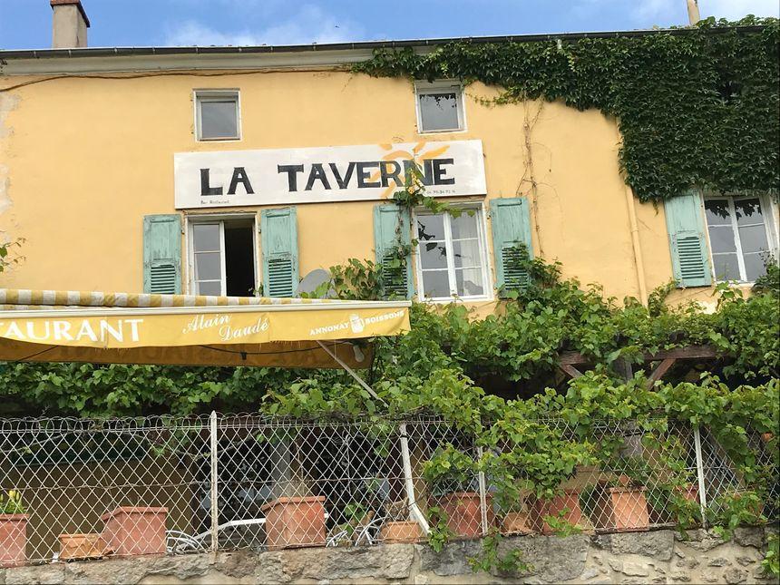 La Taverne d' Alain Daudé !! célèbre pour ses cuisses de grenouilles