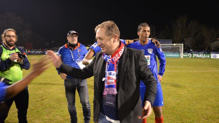 Christophe Fauvel avec ses joueurs du BPFC