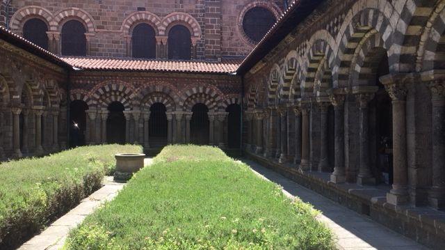 L'accès a été facilité par la salle des mâchicoulis, depuis l'entrée principale de la cathédrale