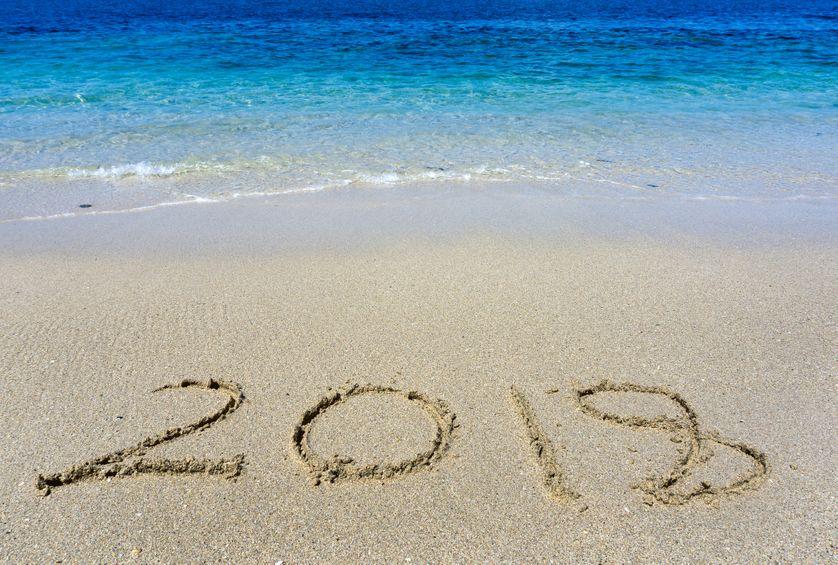 """Inscription """"2018""""  sur le sable d'une plage"""