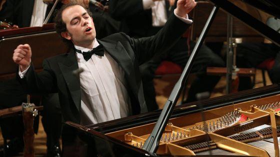 Le pianiste François Dumont, qui jouera le Concerto pour piano de Jean Cras avec l'Orchestre symphonique de Bretagne