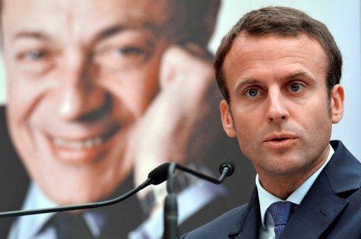 """Emmanuel Macron assiste à l'ouverture de la conférence """"Michel Rocard, une pensée, une action"""" qui s'est tenue à l'Assemblée Nationale à Paris (15 septembre 2016). Michel Rocard (en fond)"""