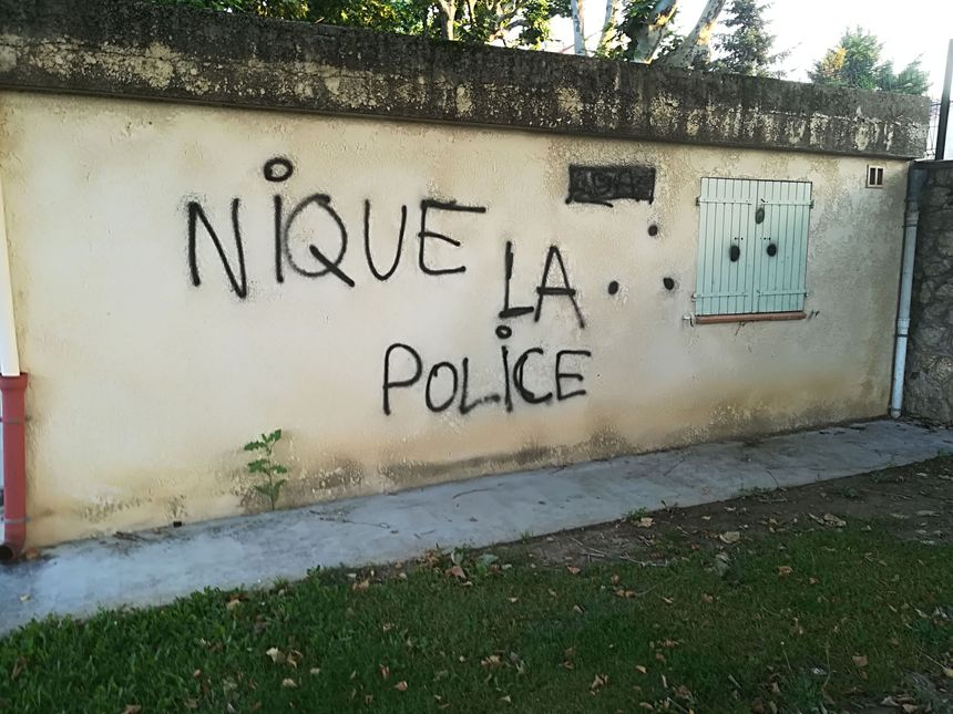 Des inscriptions anti-police