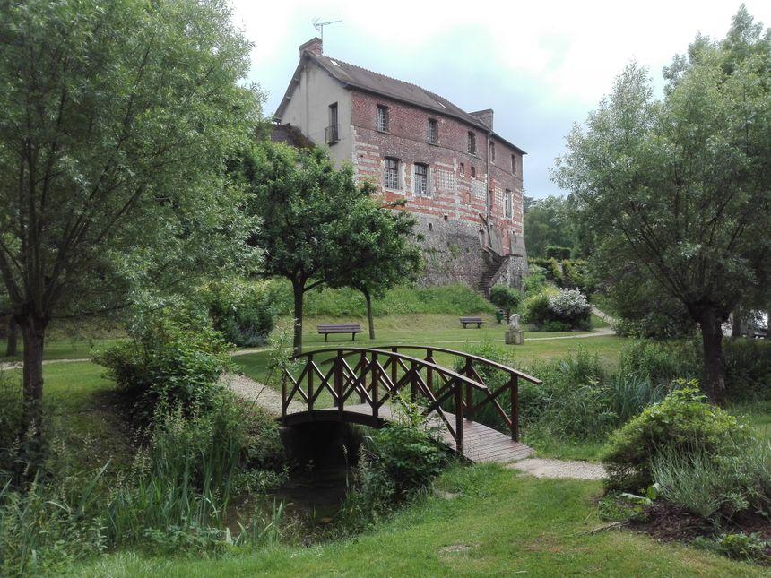 Il y a douze ans, le square des trois moulins, en contrebas du relais de chasse de Charles IX, était une friche !
