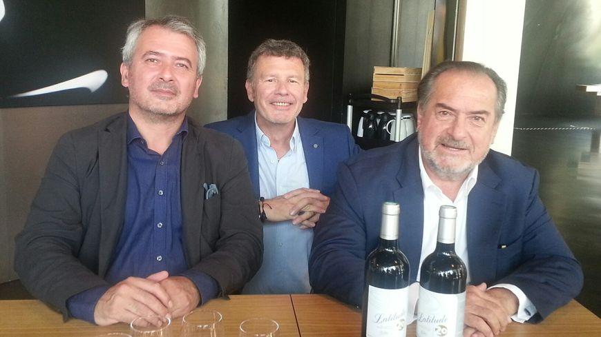 Hervé Grandeau, Régis Delthil et Michel Rolland (de g. à dr.) présentent la cuvée Latitude 20.