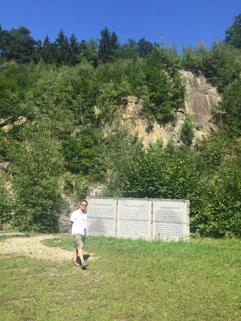 Le mur des parachutistes, d'où les allemands jetaient les prisonniers