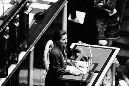 Débat sur la Loi sur l'IVG en novembre 1974