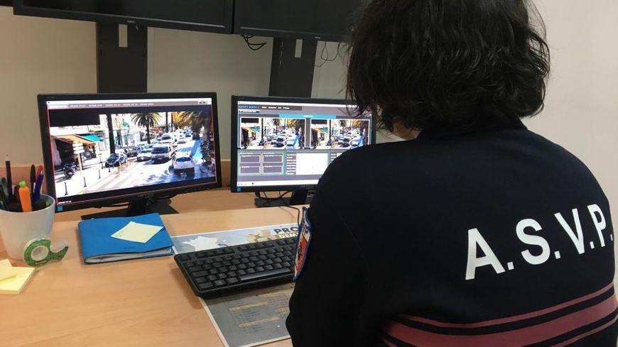 Les 44 caméras scrutent le centre-ville à la recherche des automobilistes en infractions.