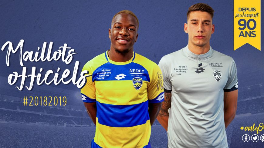 """A gauche, le maillot """"à domicile"""", à droite celui """"en extérieur"""" du FCSM pour la saison 2018-2019"""