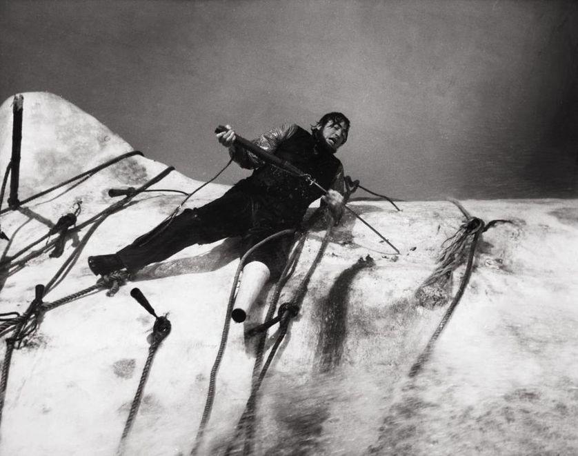 La terrible et funèste bataille que mène le capitaine Achab contre Moby Dick dans le film de John Huston. Allocine