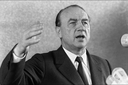 Le ministre de l'intérieur Raymond Marcellin prononce un discours le 21 juin 1973, lors de l'inauguration du centre d'Instruction de la Police nationale de Vannes.