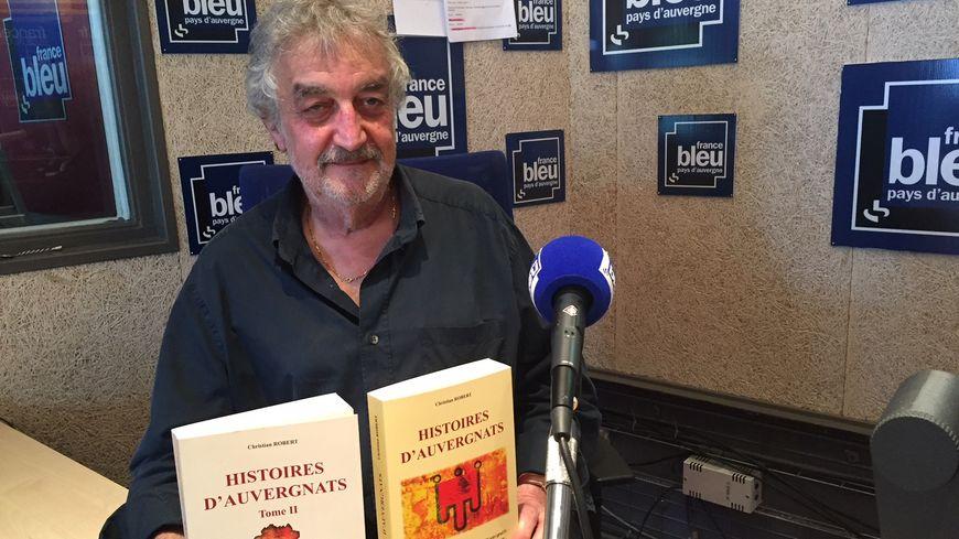 """Christian Robert et ses deux tomes des """"Histoires d'Auvergnats"""""""