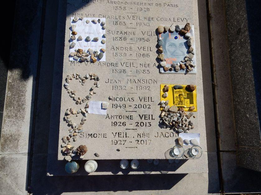 Jusqu'ici, Simone et Antoine Veil reposaient au cimetière du Montparnasse, à Paris