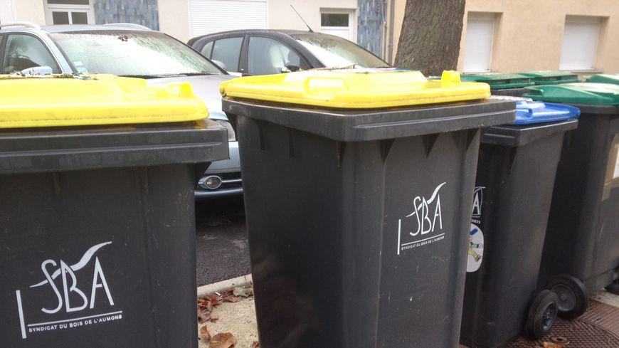 Les poubelles jaunes du SBA.