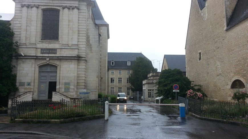 Le procès du Docteur Dassas s'est ouvert devant les assises du Cher à Bourges.