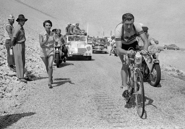 Louison Bobet poursuit son ascension du Mont Ventoux, le 18 juillet 1955