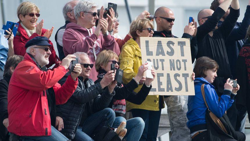 Plus de 50 000 spectateurs sont venus accueillir le dernier concurrent du Vendée Globe 2016/17
