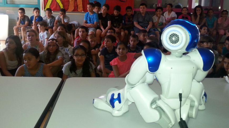 Le robot danseur de la maternelle de Sorgues