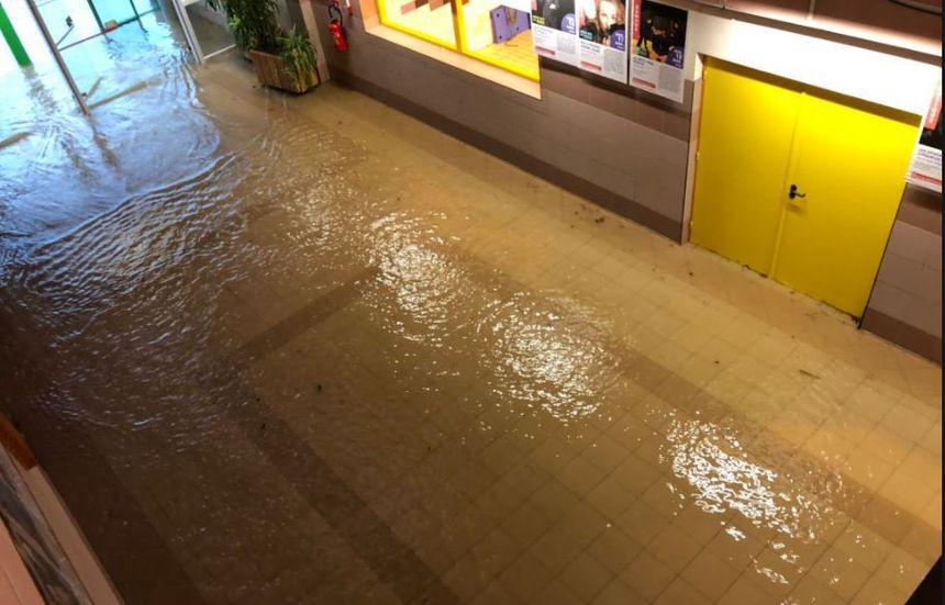 Le centre culturel de Liffré en Ille-et-Vilaine a été touché par les inondations, tout comme la cantine et certaines salles de classes